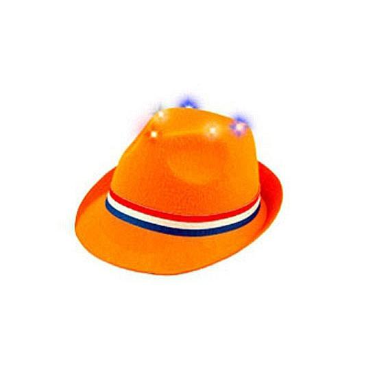 Oranje hoedje met lichtjes