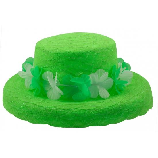 Organza hoedje met groene krans