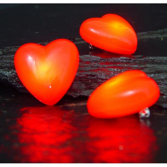 Rode broche met knipperlicht