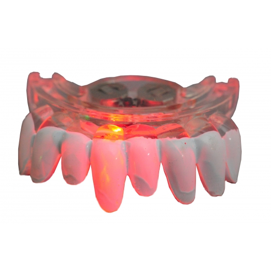 Scherpe tanden gebit met LED lampjes