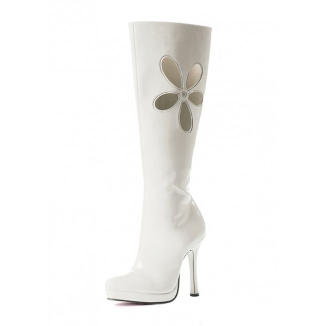 Witte laklaarzen met uitgesneden bloem